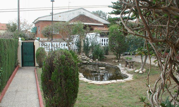 """""""Уютный домик с бассейном и садом в 20 мин от Валенсии"""""""